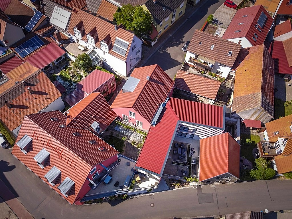 Luftbild vom Rothweinhotel