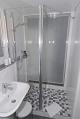 Dusche mit Glasabtrennung