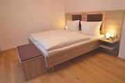 Nachttischleuchten am Bett
