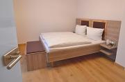 Betten im Zimmer Kirsche