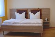Betten im Zimmer Quitte