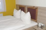 Vom Schreiner gefertigte Betten