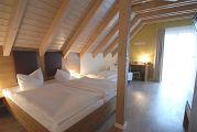 Hotelzimmer Grauer Burgunder Ansicht 2