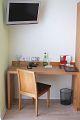 Schreibtisch im Zimmer Weißer Burgunder