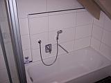 Hotelzimmer Grauer Burgunder Badewanne